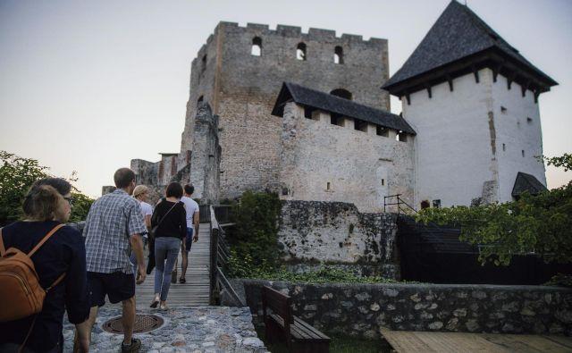 Mali oder na celjskem Starem gradu je med romanskim in gotskim palacijem. Da bodo zadostili vsem priporočilom NIJZ glede razdalje med gledalci, bo teh največ 50. FOTO: Rok Mlinar