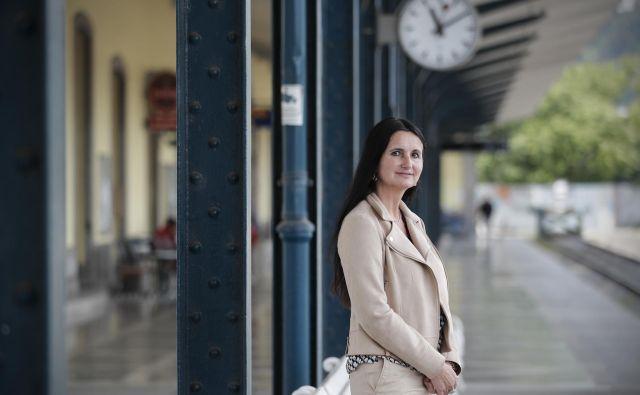 Računamo, da bomo prve nove vlake že lahko vključili v jesenski vozni red, voziti pa bodo začeli na dolenjski, kamniški in, upamo, da čim prej, tudi na kočevski progi, je napovedala Darja Kocjan, direktorica potniškega prometa na Slovenskih železnicah. FOTO: Uroš Hočevar/Delo