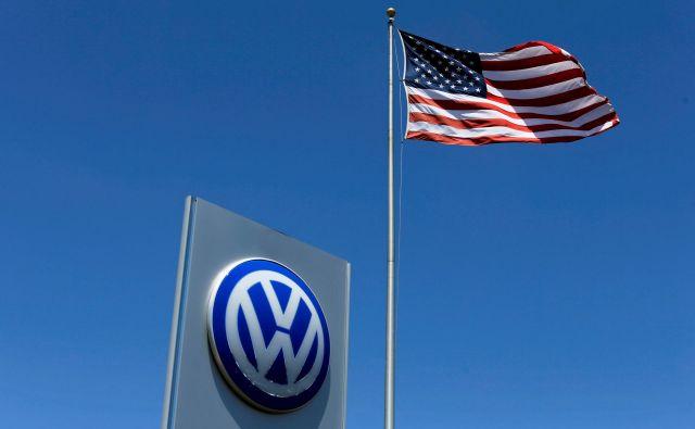 Volkswagen v ZDA utegne dobiti še nove milijardne kazni zaradi afere Dieselgate. FOTO: Mike Blake/Reuters