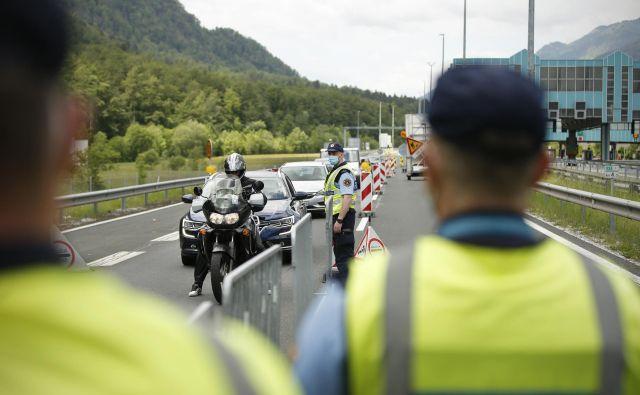 Kontrolna točka na mejnem prehodu Karavanke. FOTO: Jure Eržen/Delo