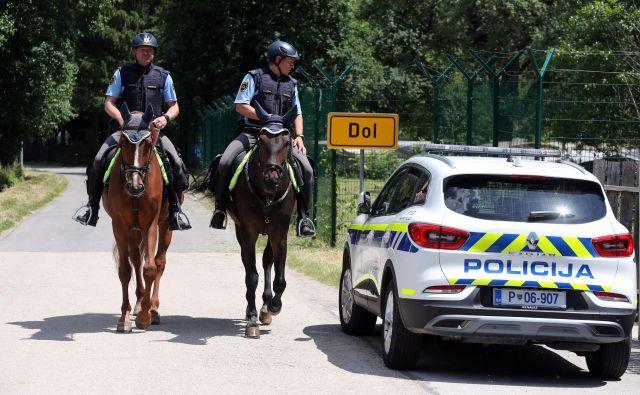 Poostreni nadzor meje ob Kolpi zaradi povečanih prehodov migrantov. FOTO: Marko Feist/Slovenske novice