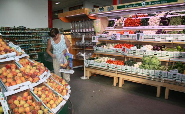V Agrarii Koper se bojijo odliva kupcev v tujino. FOTO: Dušan Grča