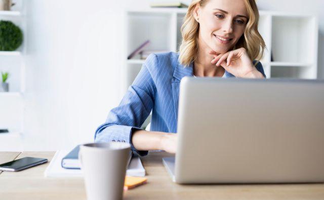 Računovodska rešitev v oblaku omogoča mobilnost in možnosti dela od koderkoli, tudi od doma in na daljavo. FOTO: Bigstockphoto