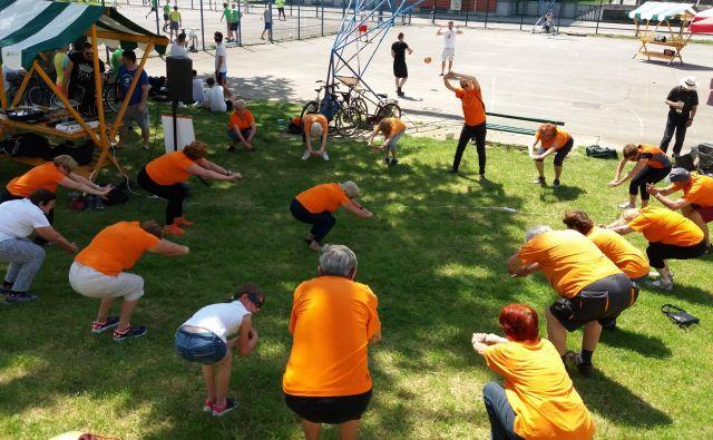 Oranževci, tako se imenujejo zaradi oranžnih majic, anorakov in flisov, s katerimi so vidni in prepoznavni, se znova družijo v 211 skupinah po Sloveniji. FOTO: arhiv društva Šola zdravja