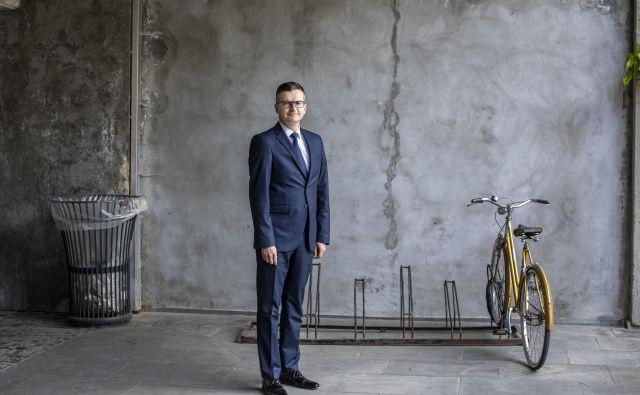 Nekdanji premier pravi, da ni človek, ki bi pustil, da ga v nedogled mrcvarijo v državnem zboru, in čakal, kdaj ga bodo razrešili. FOTO: Voranc Vogel