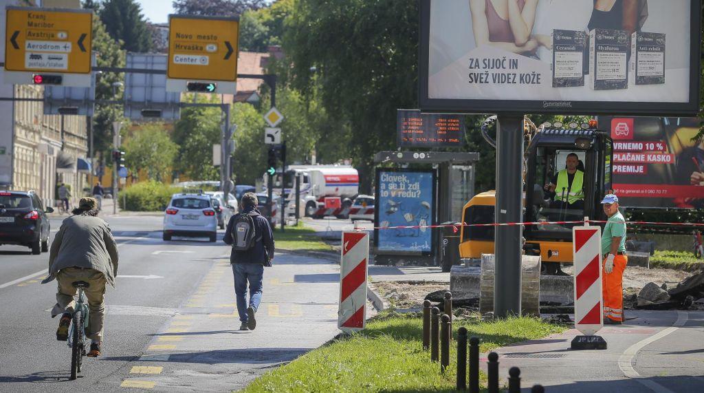 Med obnovami cest so kolesarski obvozi nevarni