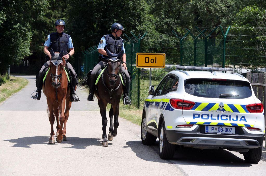 Država na mejo pošilja dodatnih tisoč policistov