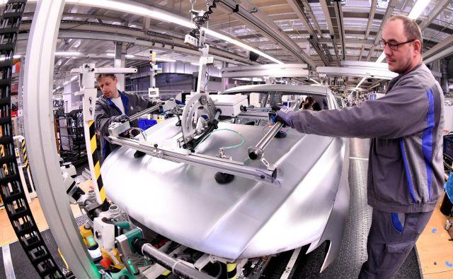 Razpoloženje v nemški avtomobilski industrije je še vedno pesimistično. FOTO: Reuters