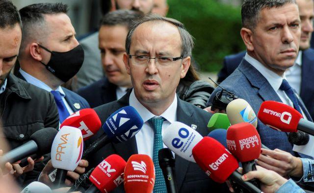 Vlado novega kosovskega premiera Avdullaha Hotija čakajo težke in drage politične odločitve. Foto: Reuters