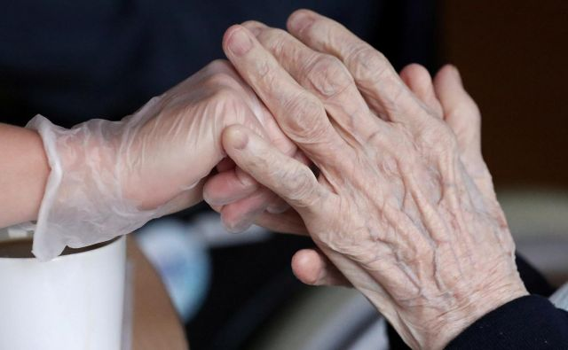 Smo starejše pustili na cedilu? Foto Reuters