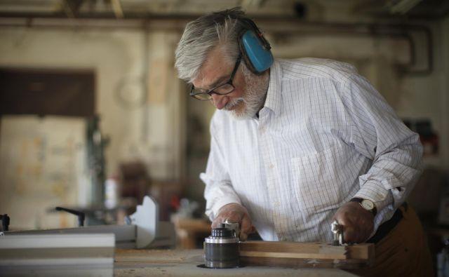 Mojster Janez Suhadolc v svoji delavnici Foto Jure Eržen