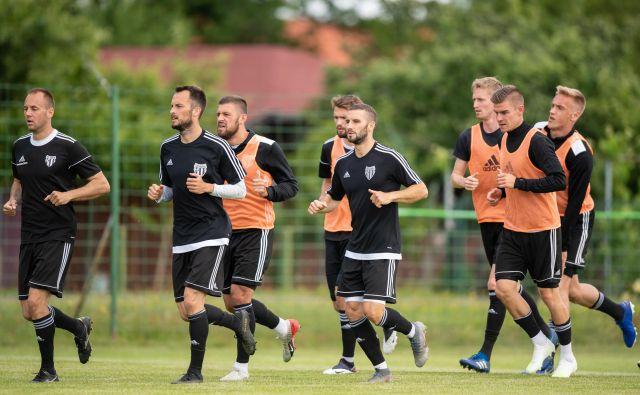 Deset slovenskih nogometnih prvoliugašev je v sredo opravilo teste na koronavirus, izidi pa so bili negativni. FOTO: Sobotainfo