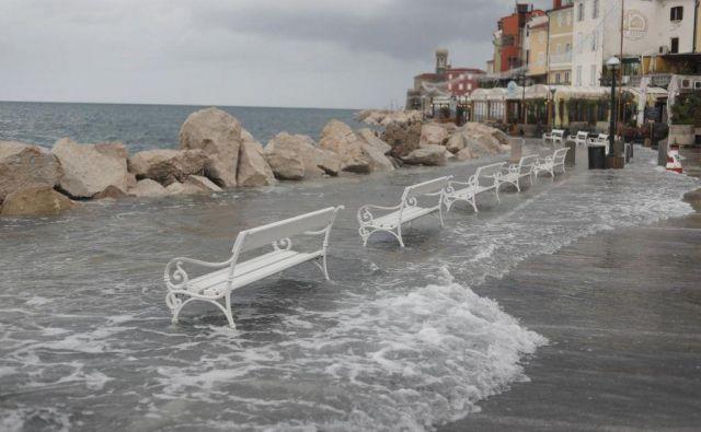 Poplave v Piranu lani. FOTO: Leon Vidic/Delo