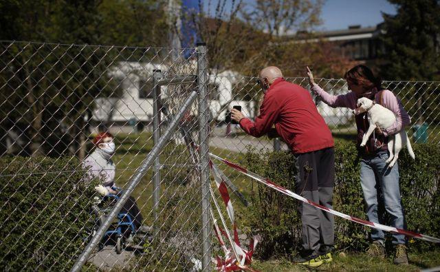 Kriza, ki je razgalila dolgoletne težave pri oskrbi v domovih za starejše, je pokazala tudi na nekatere druge pomanjkljivosti socialnovarstvenih storitev. FOTO: Jure Eržen