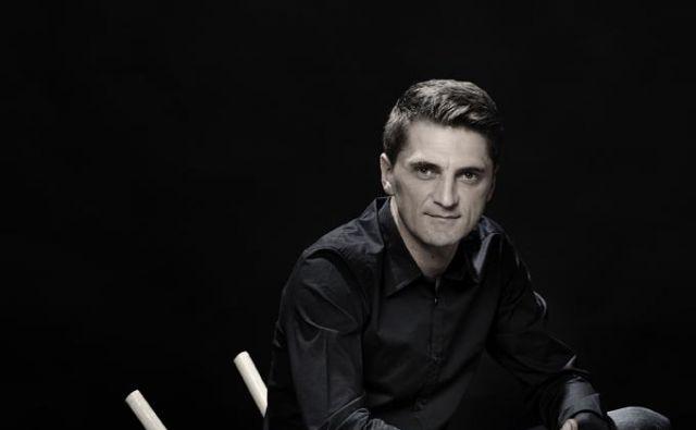 Edin Zubčević je ustanovitelj in direktor Jazz Festa Sarajevo, ustanovitelj spletne platforme Nomad.ba, glasbeni producent in še marsikaj. Filozof in novinar, predvsem to prvo. Je tudi sokurator Jazz festivala Ljubljana. FOTO: Almin Zrno