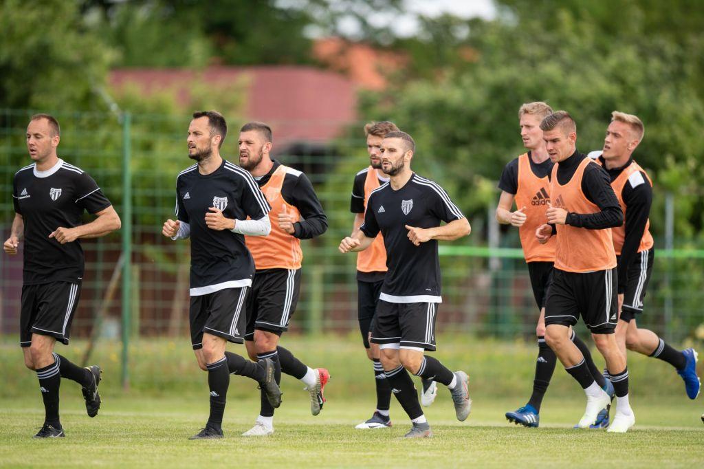 Slovenska liga gre naprej brez okuženih