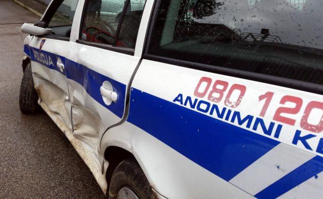 Napadalci so poškodovali tudi policijski avto. Fotografija je simbolična. FOTO: PU Novo mesto