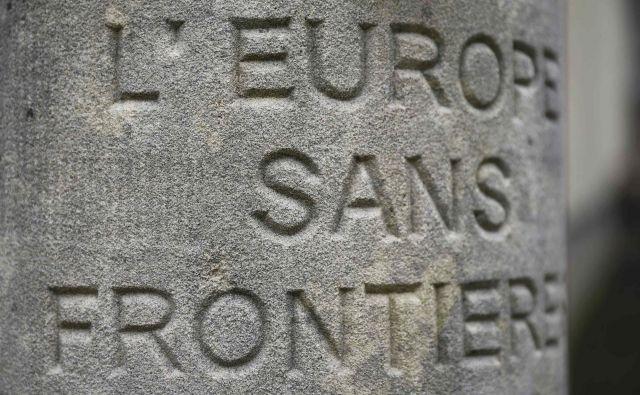 Evropa brez meja: spominsko obeležje v luksemburškem kraju Schengen, kjer je bil podpisan znameniti sporazum. FOTO: Wolfgang Rattay/Reuters Pictures