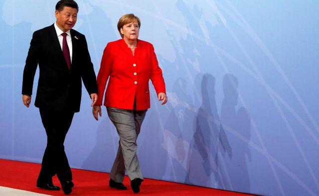 Angela Merkel in Xi Jinping bi se morala spet srečati septembra, a je vrh EU-Kitajska prestavljen. FOTO: Reuters