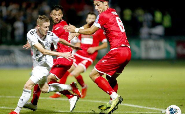Nogometaši Aluminija so doživeli boleč poraz proti igralcem Mure. FOTO: Roman Šipić