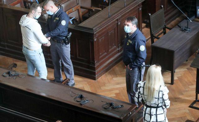Adlešičeva, Abramov in Huskićeva so obtoženi po petih kaznivih dejanj goljufije, Colarič pa ene goljufije na račun več zavarovalnic. FOTO:Marko Feist/Slovenske novice