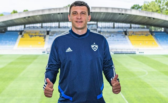 Sergej Jakirović, novi trener vijoličnih, se je zelo vzneseno lotil izziva v Ljudskem vrtu. FOTO: Jaka Arbutina