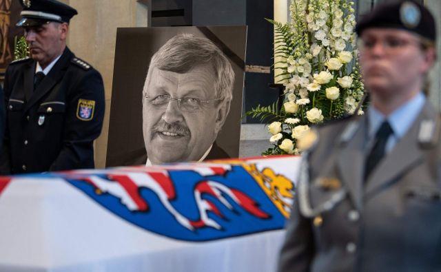 Po desničarskem umoru Walterja Lübckeja se je sovražni govor na spletu proti njemu še kar nadaljeval. FOTO: Sven Pfortner/AFP