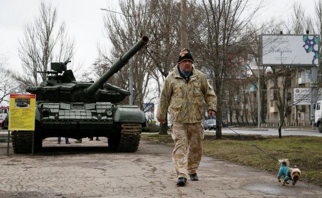 Zaradi pandemije so na jugovzhodu Ukrajine zamrli resni pogovori o reševanju krize. FOTO: Reuters