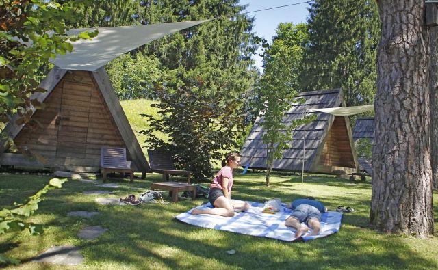 Prebivalci Slovenije bodo bone lahko unovčili za prenočitev v hotelih, počitniških domovih, na turističnih kmetijah, v zasebnih sobah, planinskih domovih in avtokampih. Foto Leon Vidic