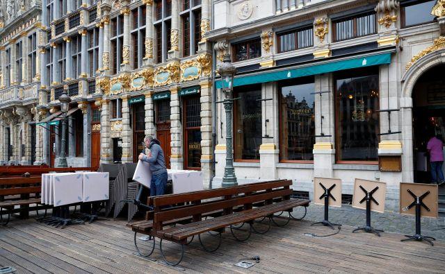 Javnomnenjska raziskava je razkrila, da si osem od desetih Belgijcev želi v kavarno ali restavracijo takoj, ko bo mogoče. V ponedeljek bo očitno gneča in nanjo se že pripravljajo tudi gostinci. FOTO: Francois Lenoir/Reuters