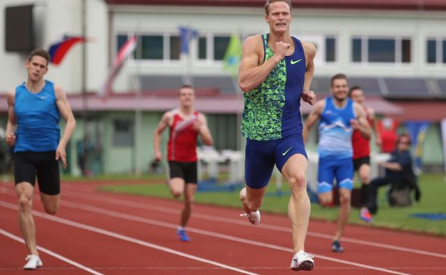Luka Janežič je na atletskem mitingu v Kranju v teku na 200 metrov zmagal s časom 20,88 sekunde (veter +0,5 m/s). FOTO: Foto Tadej Regent