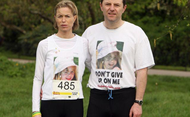 Starša Kate and Gerry McCann upata, da bosta končno izvedela kaj se je zgodilo z njuno hčerko. FOTO:Dominic Lipinski/AFP