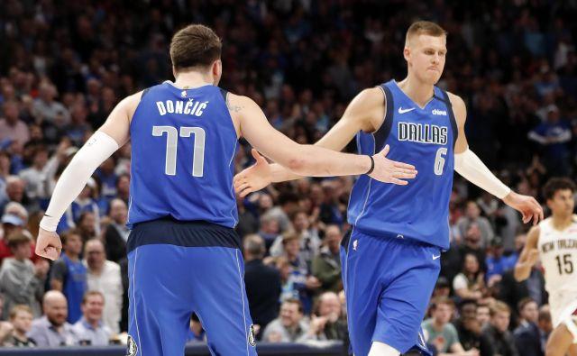 Luka Dončić in Kristaps Porzingis še nikoli nista igrala v končnici lige NBA, zato bosta dodatno motivirana. FOTO: Reuters
