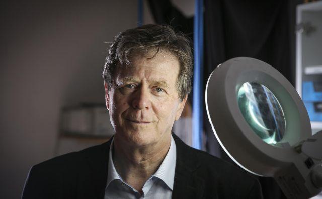 Ideja prof. dr. Igorja Muševiča bi lahko spremenila računalništvo. »Ta tehnologija, ki jo razvijamo, je preprosto preveč pomembna, da bi jo patentirali in morda s tem obsodili na to, da ostane na mrtvi točki.« FOTO: Jože Suhadolnik/Delo
