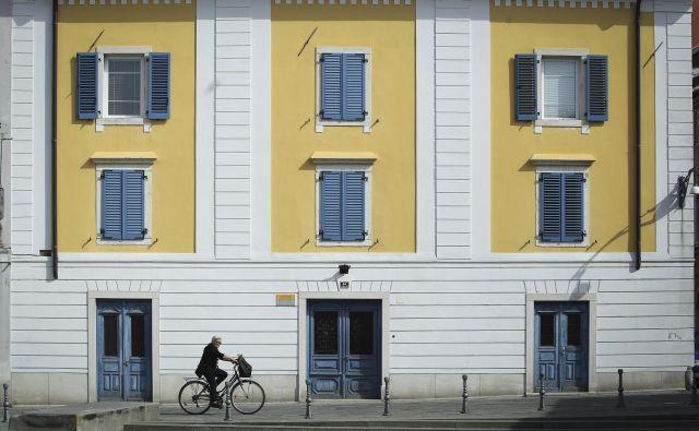 Povprečne cene nepremičnin v Ljubljani in Istri dosegajo med 2600 in 2700 evri za kvadratni meter. FOTO: Jože Suhadolnik/Delo
