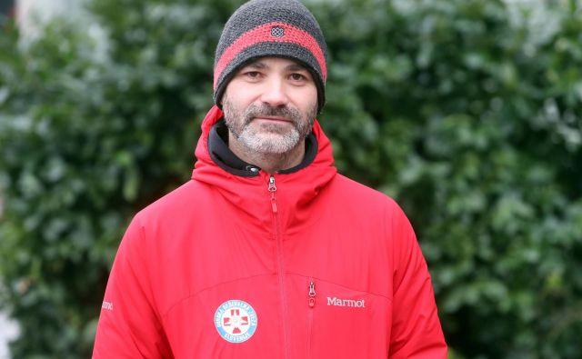 Tudi poleti moramo v hribe vzeti kapo, jakno in rokavice, pravi strokovni sodelavec PZS Matjaž Šerkezi. FOTO: Igor Mali/Slovenske novice