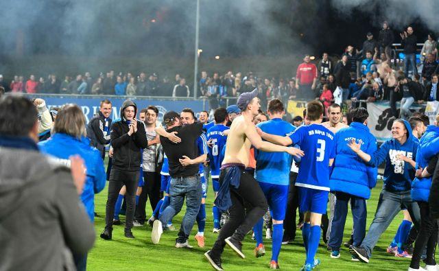 Kot sosednja Murska Sobota, je tudi Lendava okolje, kjer je nogomet zelo najbolj priljujbljen, zato se v Prekmurju nadejajo, da se bosta za pokalno lovoriko pomerila Mura in Nafta. FOTO: Marko Pigac