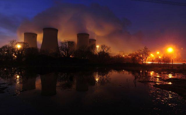 Britanska premogovna termoelektrarna Drax postopoma prehaja na lesne pelete, preostale tri bodo zaprli čez pet let. FOTO: Nigel Roddis/Reuters