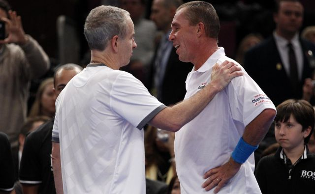 Ivan Lendl (desno) in John McEnroe sta ostala tekmeca tudi v zrelih letih na ekshibicijskih dvobojih. FOTO: Mike Segar/Reuters