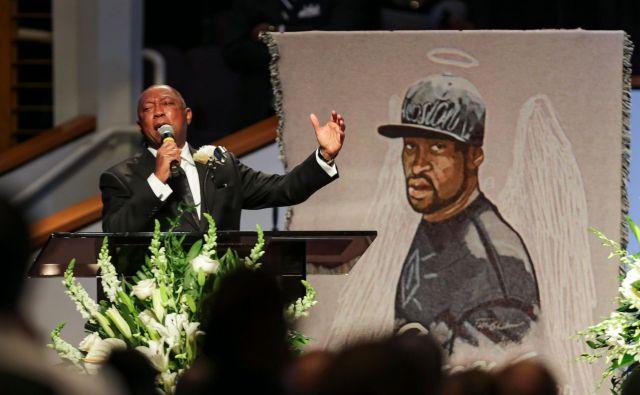 Pogrebne slovesnosti za Floydom so se včeraj končale po šestih dneh, v Houstonu je pokopan poleg svoje matere.<br /> FOTO: Godofredo A. Vasquez/AFP