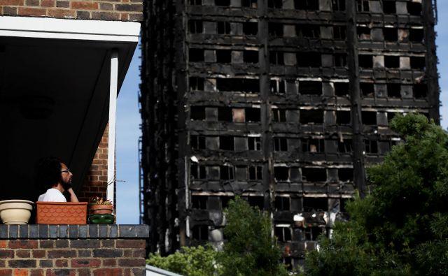 Zanemarjanje socialnih stanovanj, ki je zakrivilo smrt 72 ljudi v stolpnici Grenfell je po mnenju Benjamina Rozmana vse prej kot izjema. FOTO: Stefan Wermuth/Reuters