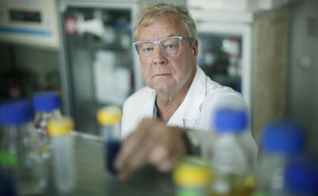 »Farmacevtska industrija v veliki večini temelji na delničarstvu in si zato nenehno prizadeva za večje dobičke. Žal,« pravi dr. Borut Štrukelj. FOTO: Jure Eržen