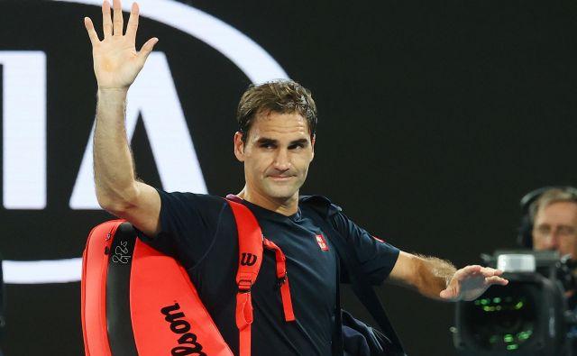 Zaradi artroskopije desnega kolena je zmagovalec dvajsetih največjih teniških turnirjev Roger Federer pomahal v slovo tekmovalnemu letu 2020. FOTO: Reuters