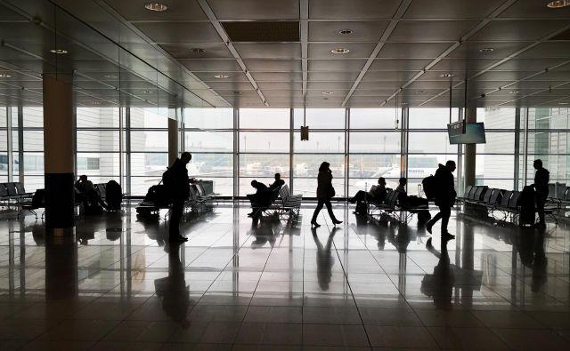 Letalske družbe bodo za prilagoditev za nove razmere potrebovale nekaj tednov. FOTO: Jure Eržen/Delo
