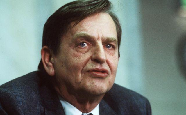 Švedsko tožilstvo je danes kot glavnega osumljenca v letu 1986 umorjenega premiera Olofa Palmeja (na fotografiji) identificiralo Šveda Stiga Engströma. FOTO: TT News/Reuters