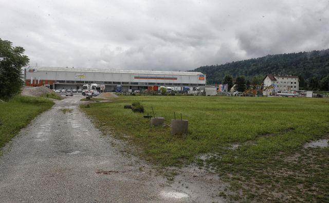 Severozahodni trikotnik med Celovško cesto in gorenjsko progo je degradirano območje. FOTO: Blaž Samec/Delo