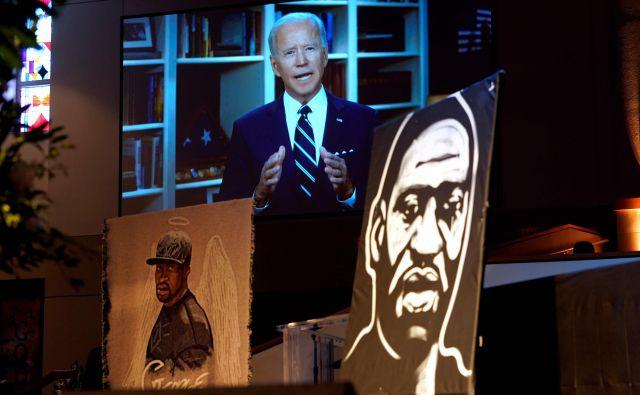 Pričakovani demokratski predsedniški kandidat in nekdanji podpredsednik Joe Biden je na pogrebni slovesnosti v čast Georgeu Floydu nastopil v videosporočilu. Foto: David J. Phillip/AFP