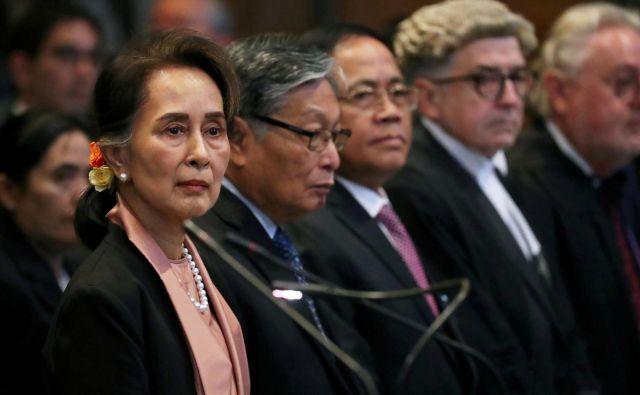 Burmanska političarka in prejemnica nobelove nagrade za mir Aung San Su Či je na Haaškem sodišču opravičevala dejanja burmanske vojske in trdila, da ne gre za genocid. FOTO:Yves Herman/Reuters