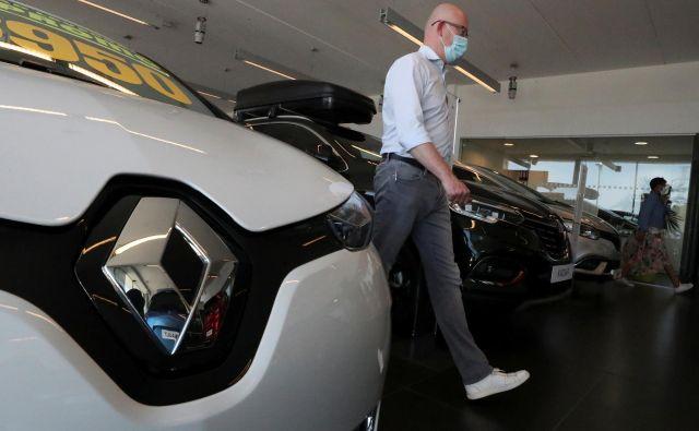 """V času """"zaprtja"""" gospodarstev se je prodaja novih avtomobilov skoraj ustavila.<br /> FOTO: Yves Herman/Reuters"""