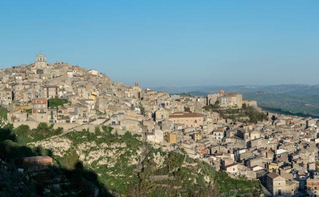 V Mussomeli na Siciliji novi prebivalci (in kupci hiš) prihajajo iz Evrope, Azije in ZDA. FOTO: Wikipedija